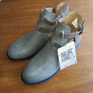 Muk Luks taupe double buckle ankle boots.